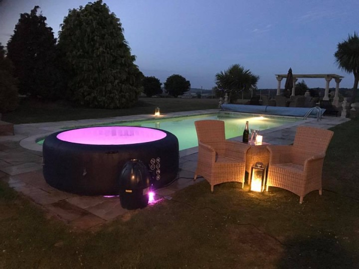 Hot tub hire from Bubbles & Sparkle Party Events